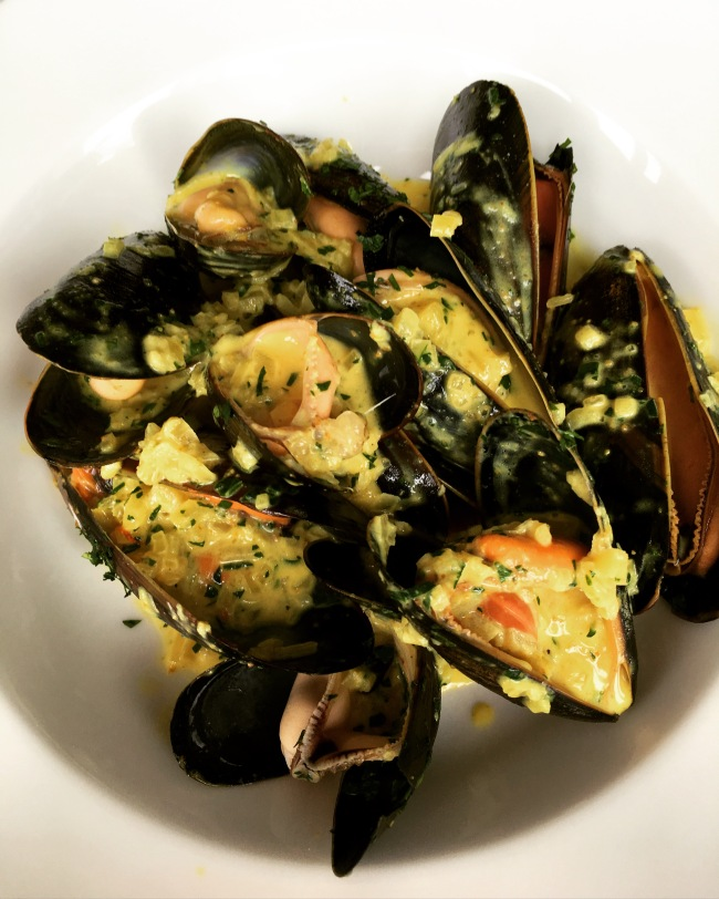 Mussels with curry. Who knew?